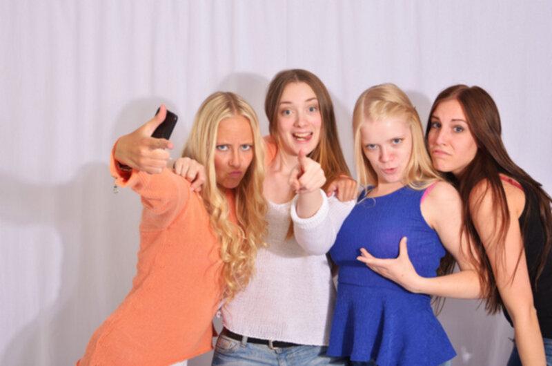 ryska tjejer på nätet knulla två tjejer