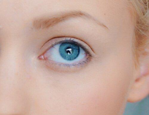 få blåare ögon