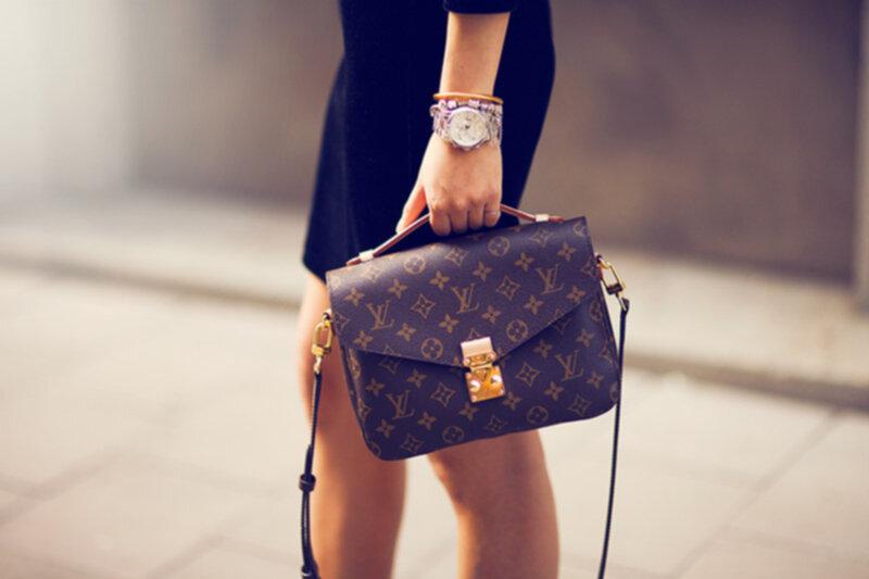 Плюшевая собачка Simba Чихуахуа в платье с сумкой 5897407