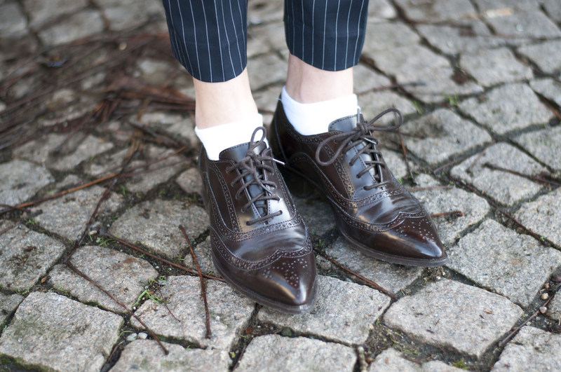 Outfit navy pinstripe oxford shoe