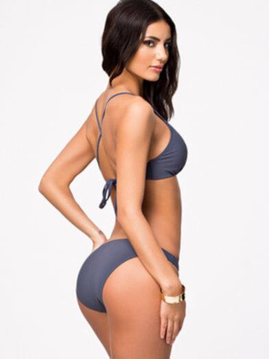 bikini med kors i ryggen