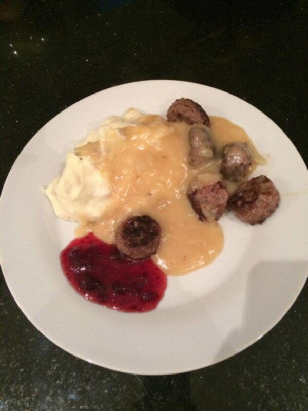 köttbullar med potatismos brunsås