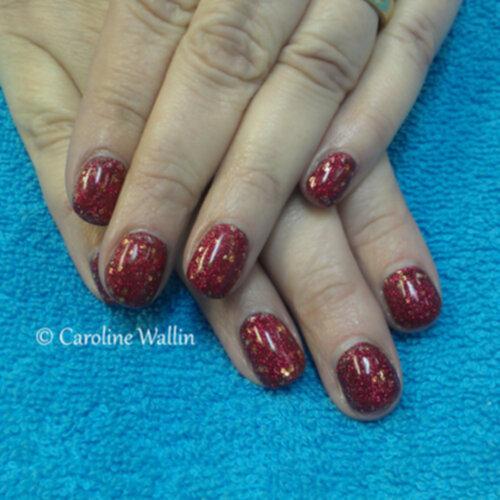 röda glittriga naglar