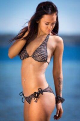 bikini som släpper igenom sol