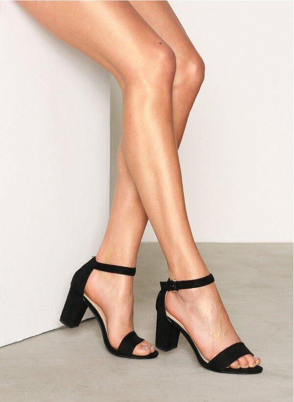 sandaletter med bred klack