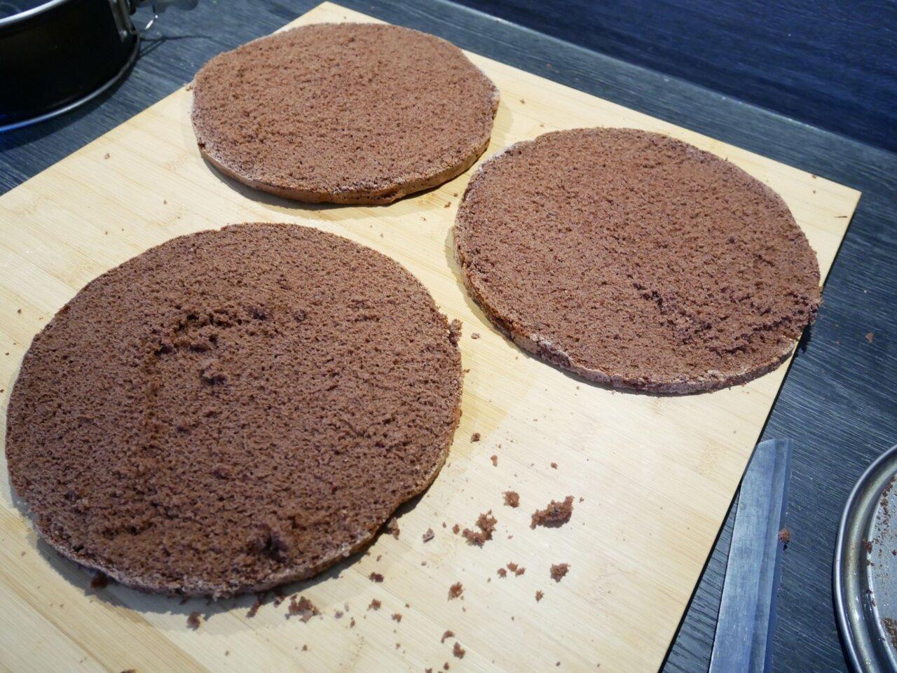 chokladtårta med vaniljfyllning