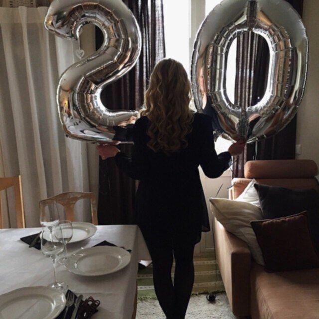 20 års ballonger Avtackning på jobbet, shopping med kusinen, 20 års firande och  20 års ballonger